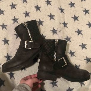 Boots, fint skick!
