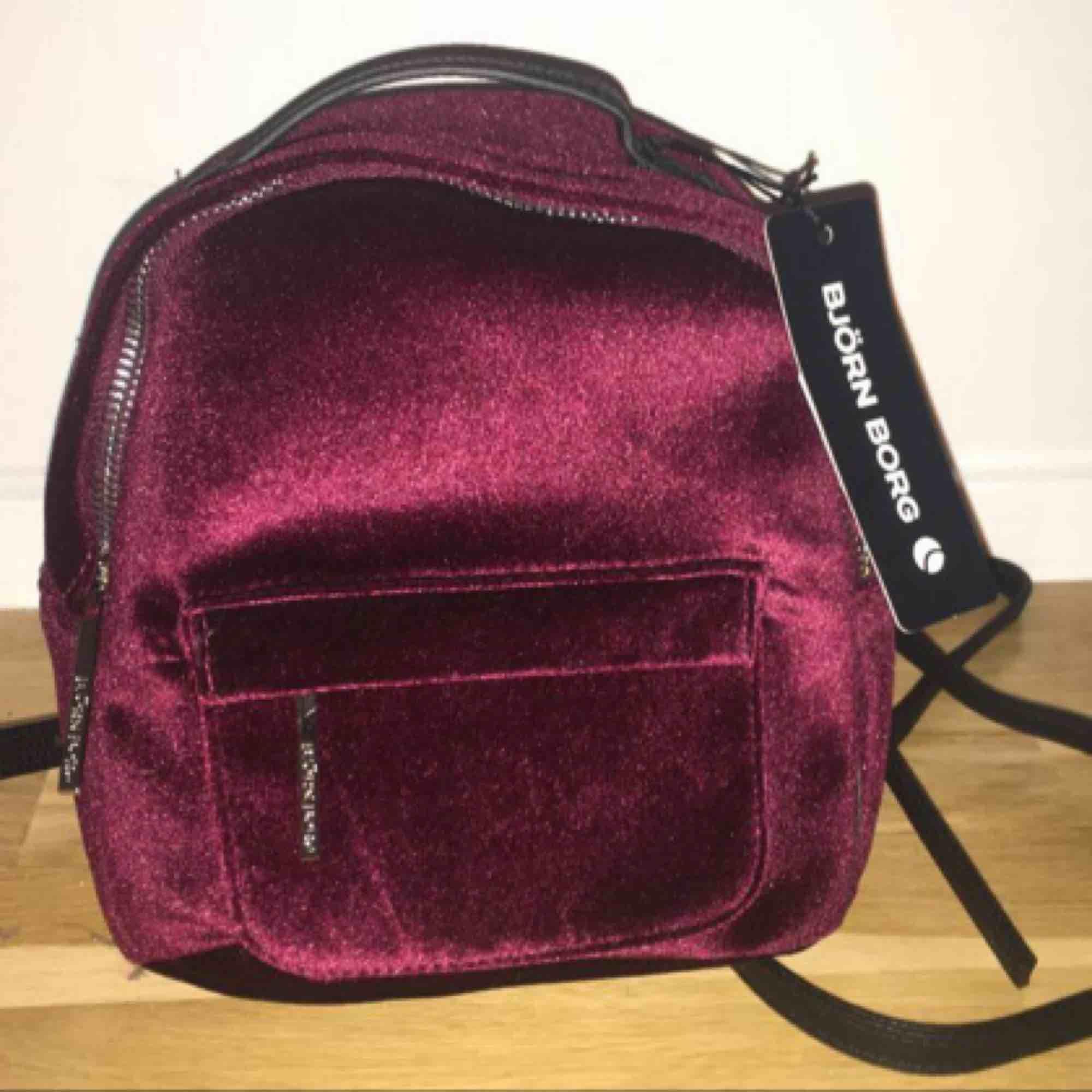 Oanvänd mini ryggsäck från Björn Borg. Köpt för 600kr säljer för 250kr. Frakt ingår i priset :). Accessoarer.