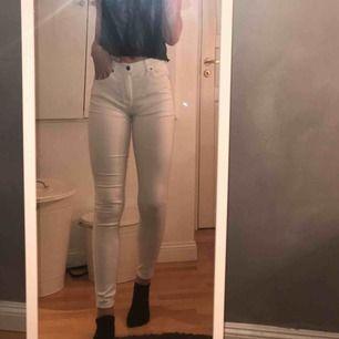 Vita jeans ifrån dr denim. Bra passform och skick