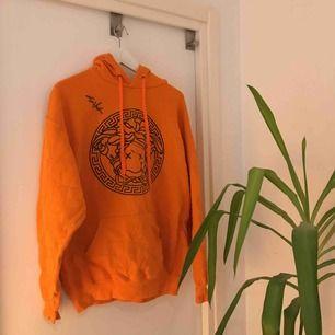 SKITSNYGG Silvana Imam merch hoodie, signerad av Silvana själv! Fett bra skick! Storlek L men funkar för mig som har M, blir lite mer oversized :-))