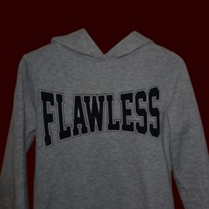 Sååå cool tröja!  🔥 FLAWLESS🔥 den har inga fickor, insidan är så sjukt mjuk! ☁️