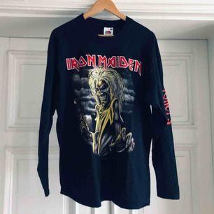 Iron Maiden Killers långärmad tröja i trevligt använt skick. Kan hämtas i Uppsala eller skickas mot fraktkostnad