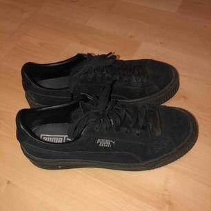 Skitsnygga svarta platform puma skor! Använda under typ 1 vinter men väldigt bra skick