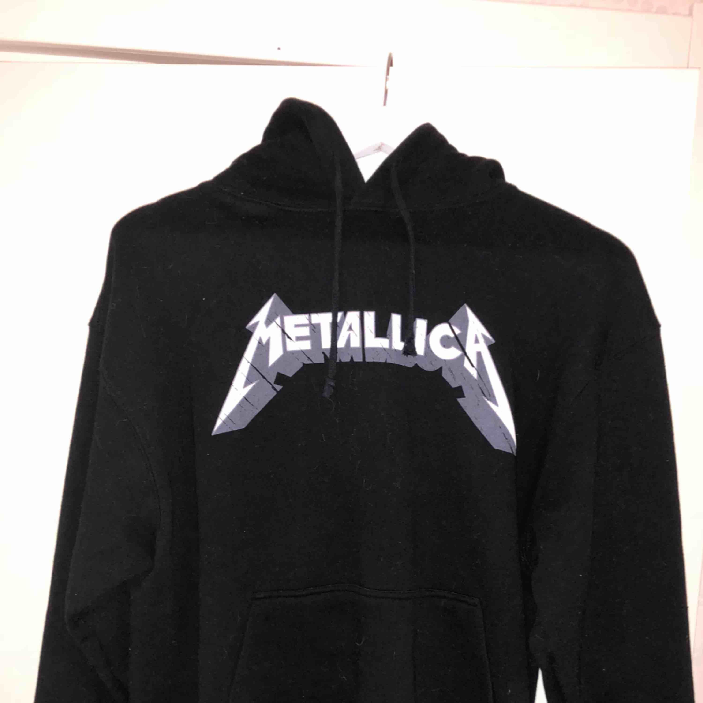 Jätteskön Metallica hoodie, fint skick❤️. Huvtröjor & Träningströjor.