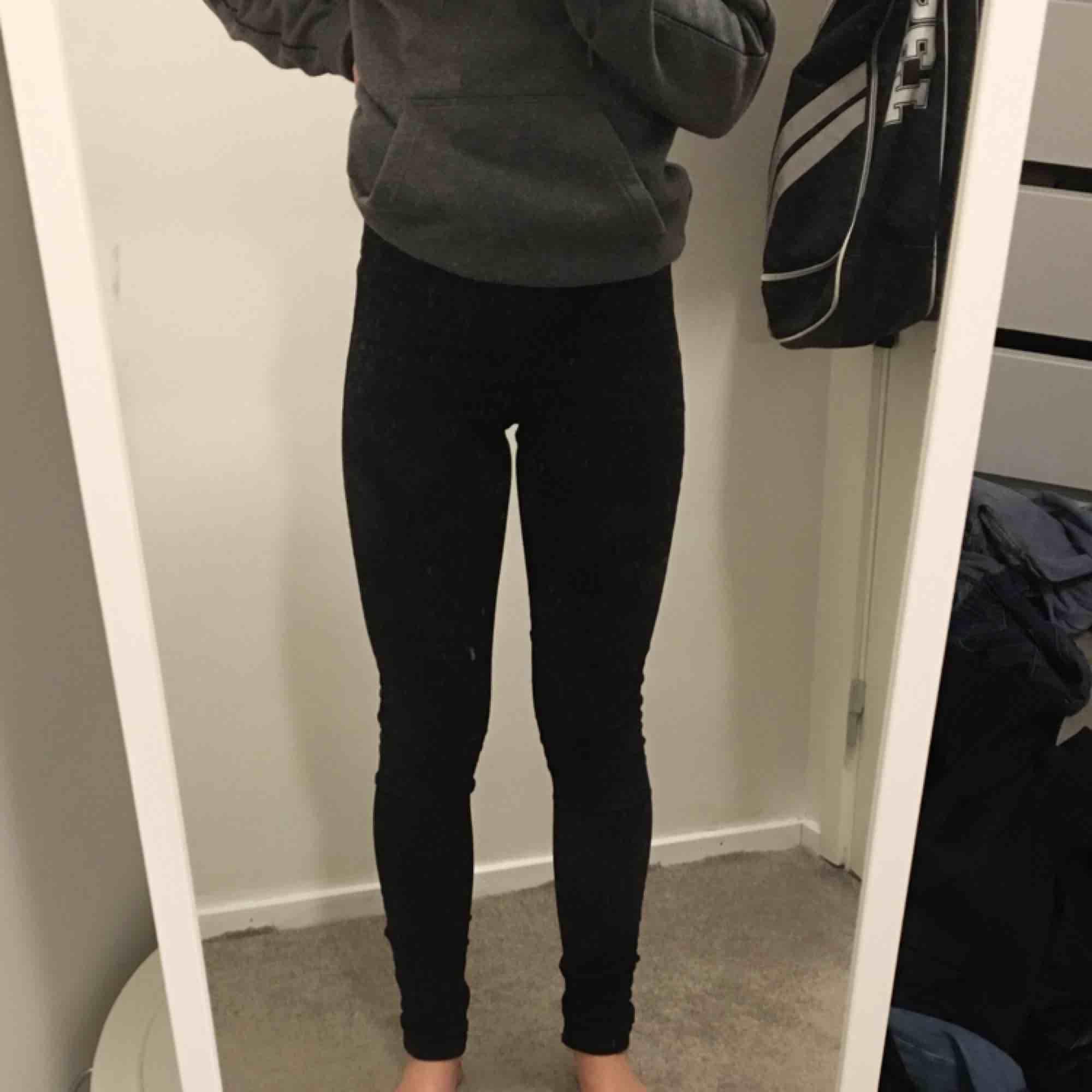 Svarta jeans med dragkedja i bak - Jeans   Byxor - Second Hand 0da16428210bf