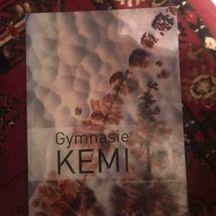 Kemi 1 bok som jag beställde innan jag hittade min egen. Ny och i mycket bra skick. Köparen står för frakt❤️❤️