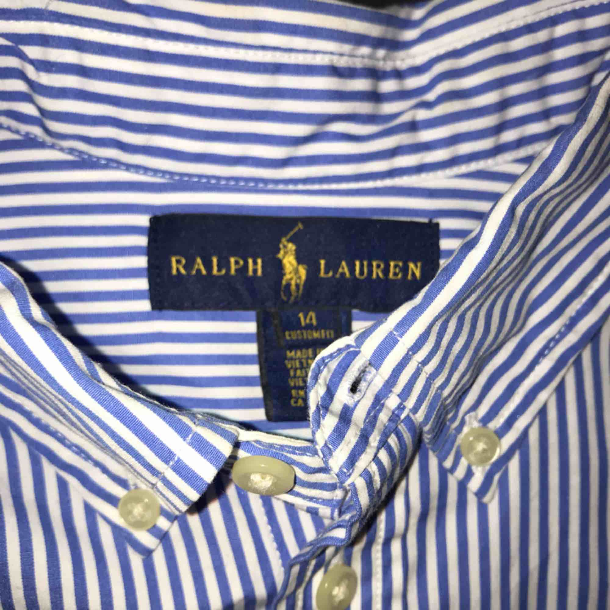 ➡️polo Ralph lauren skjorta⬅️ Cond/skick 9/10 använd 1 gång Bud 200 Bin 259 Nypris: 1100. Skjortor.