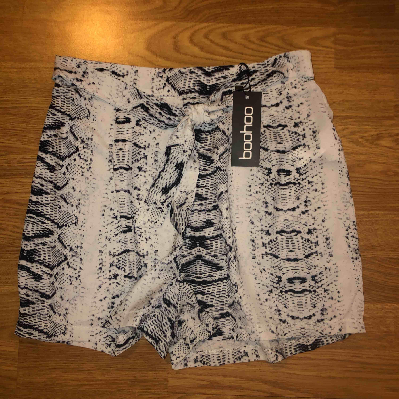 Helt ny shorts från Boohoo i stl 36. Shorts.