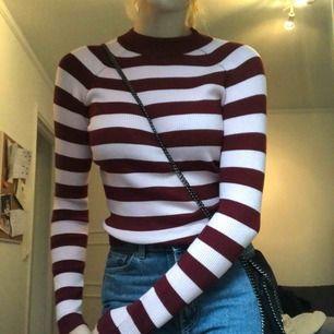 Snygg tröja från Bikbok som levererades i fel färg tyvärr! Glömde att skicka tillbaka den och nu är den här👍🏼 frakt står du för!