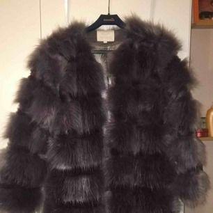 Fake päls jacka från chiquelle.
