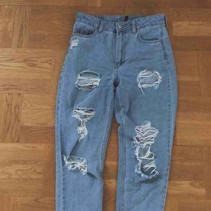 Slitna jeans Super bra skick! Storlek 38 Fraktar( köparen stör för kostnaden)