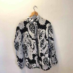 Paisleymönstrad skjorta från Our legacy i stl 48, hyfsat oversized