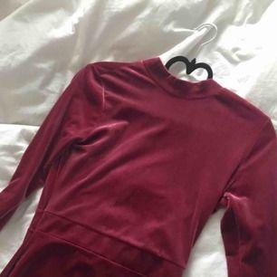 Jätte fin sammetsklänning i rosa för alla festtillfällen 👌🏼