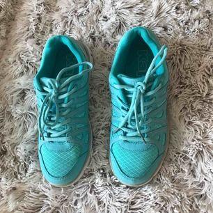 Kappa skor Använd 1 gång Nästan nya