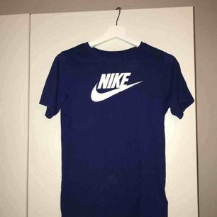 Snygg Nike T-shirt bra skick, stl kids L motsvarar s eller xs