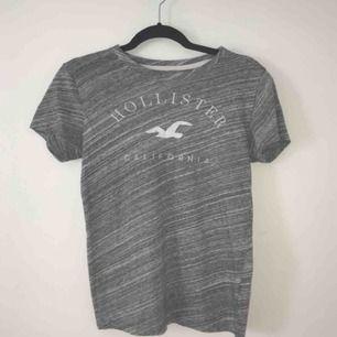 Snygg hollister T-shirt o stl s nästan oanvänd