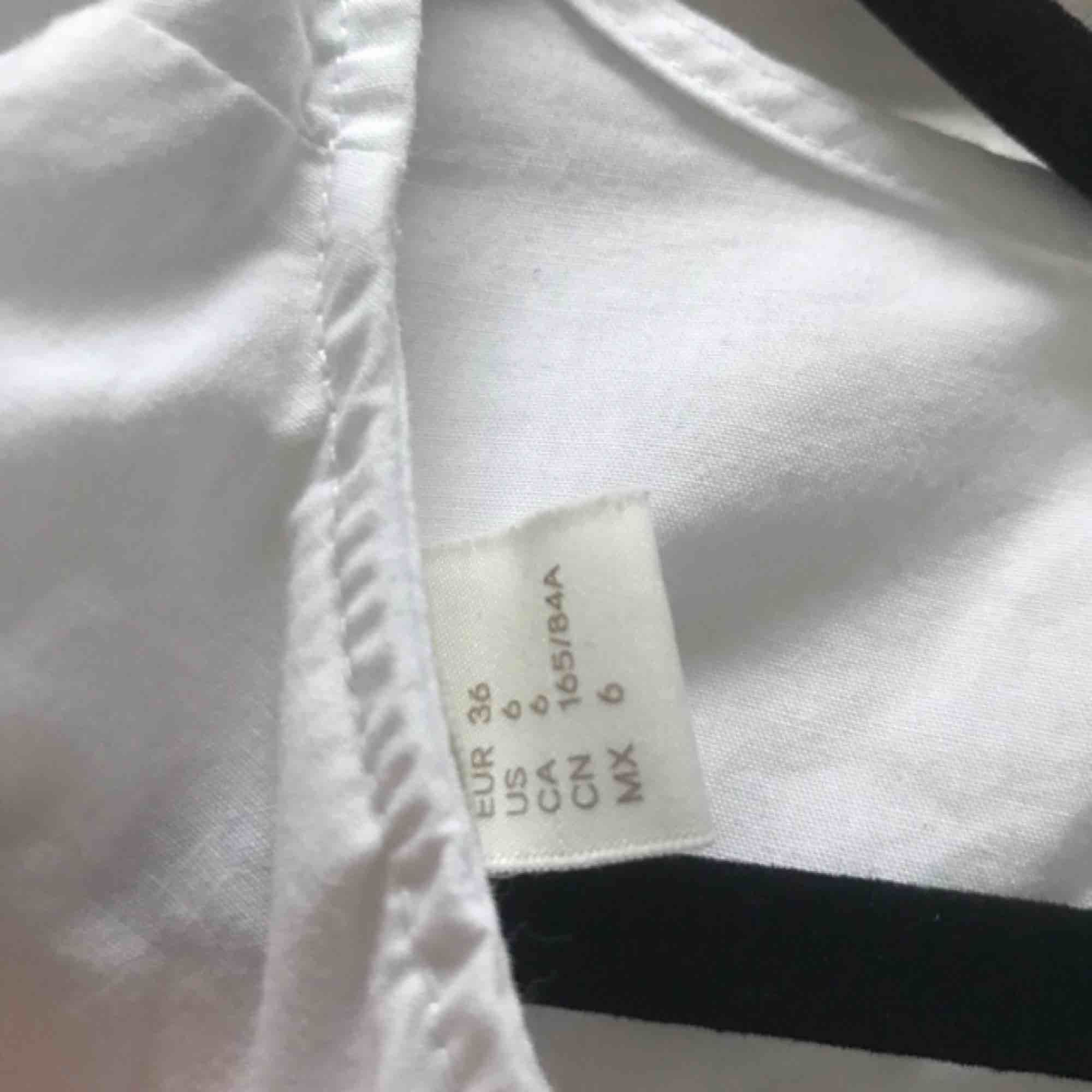 Kostym tröja från H&M. Toppar.