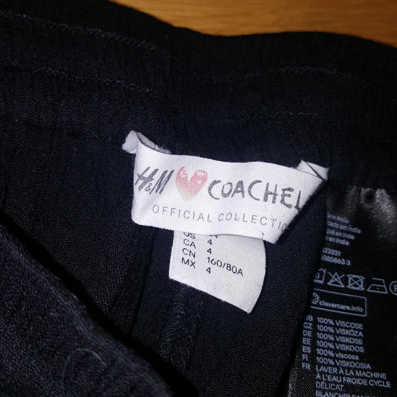Coachella x H&M. Mjuka shorts Strl. 34. Saknar tofs på ena bandet, men förutom det är de i gott skick. 100% Viskos. Säljes pga har blivit för små.. Shorts.