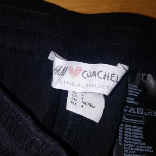 Coachella x H&M. Mjuka shorts Strl. 34. Saknar tofs på ena bandet, men förutom det är de i gott skick. 100% Viskos. Säljes pga har blivit för små.