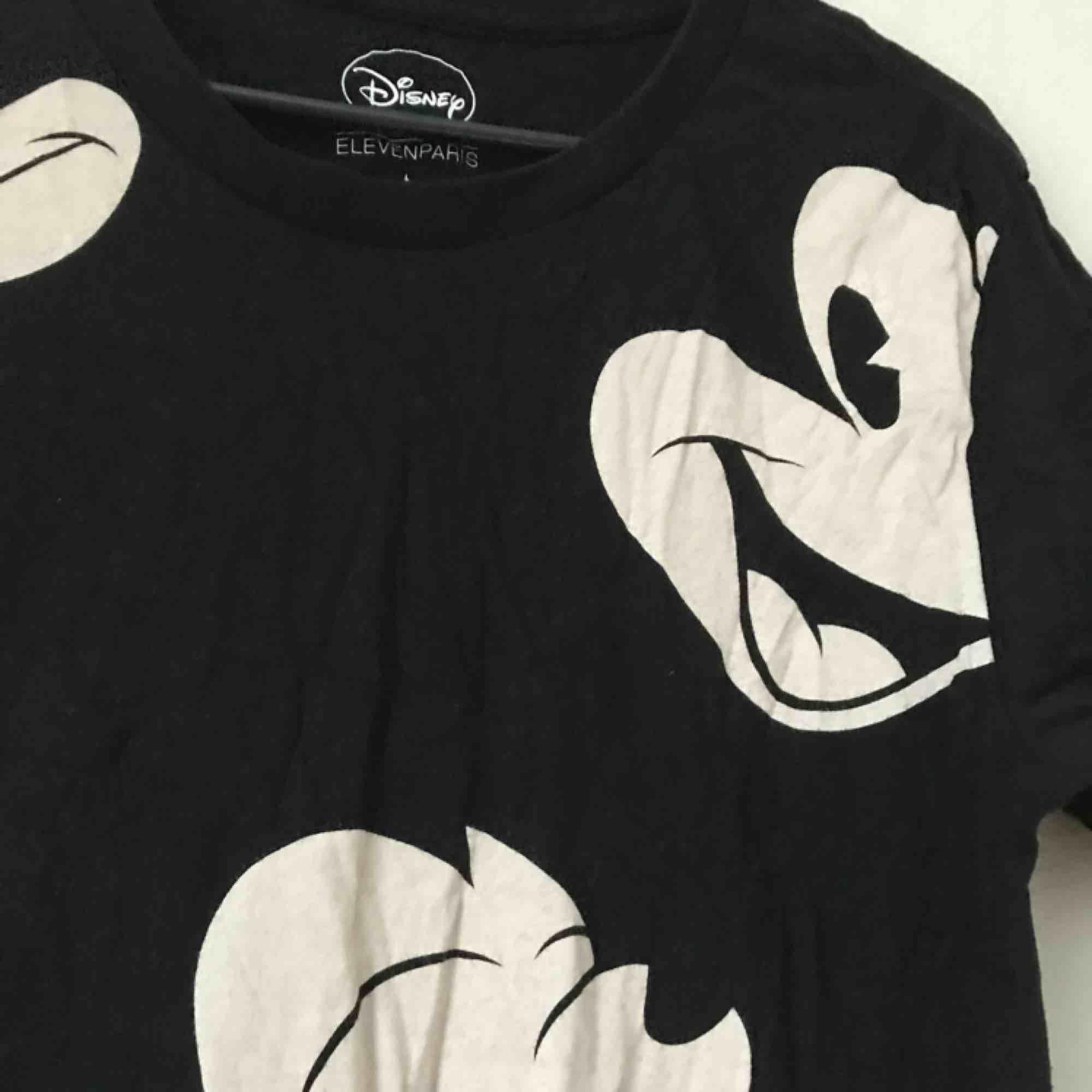 Storlek Large. T-shirts.