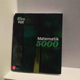 Matematikbok för mattekurs 3bc i mycket gott skick då den endast brukats under en 10- veckors period. Nypris: 599kr