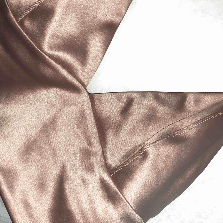 Rosa silkestopp, aldrig använd! Frakt ingår i priset. Toppar.