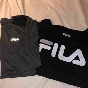 Säljer mina 2 fila t-shirts som jag köpte i Australien. Den svarta t-shirten var vanlig med fila tryck på, går att använda när som! Den gråa är för träning. Har aldrig använt den för inte hunnit! Om man köper båda blir det 250kr tsm med gratis frakt❤️