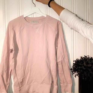 En oanvänd tröja från lager 157! Används inte längre då den inte är min smak, funkar för både killar och tjejer🌸