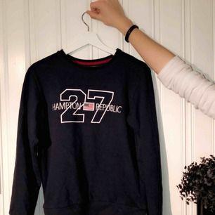 Fin tröja från märket REPUBLIC! Ord pris 200, säljer den nu för 69kr! Knappt använd och funkar för både killar och tjejer🌺