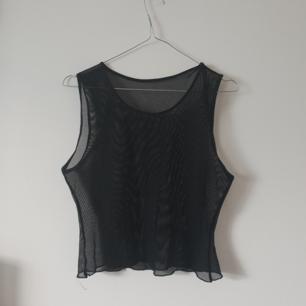 Snygg vintage mesh genomskinlig topp storlek xs-s skulle jag säga. Strechig. Kan skicka en bild med den på. Frakt 12kr