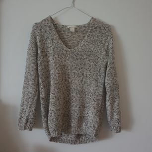 Fin stickad tröja från H&M. xs men passar även s. Bra kvalité och varm.