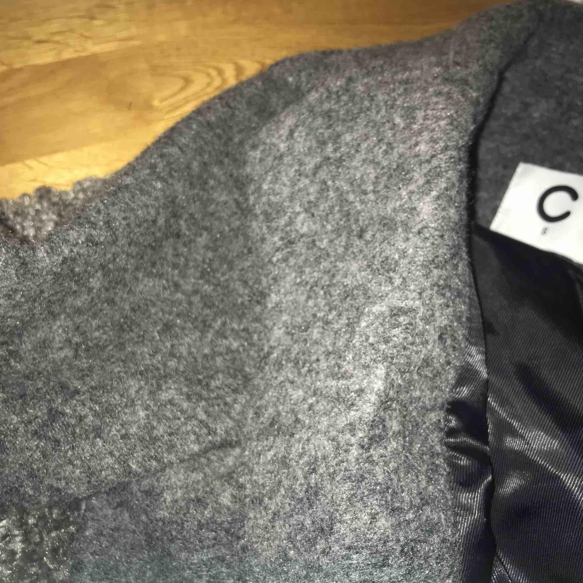 En skit fin kappa som tyvärr är för stor! Använd 2 gånger och är i strl S. Köparen står för frakten eller mötas upp i gbg. . Jackor.