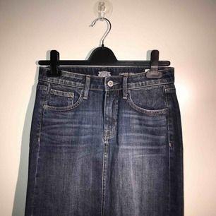 Jag säljer en helt ny kjol från crocker. Storlek: XS men den passar en S också. Lite stor i storeken skulle jag säga. Nypris: 399. Den kommer från ett djur och rökfritt hem.