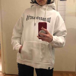 Supersnygg hoodie från Wasted Paris. Inte mycket använd. 190kr inkl. Frakt