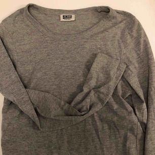 Grå långärmad t-shirt från Weekday, 60kr inkl. Frakt