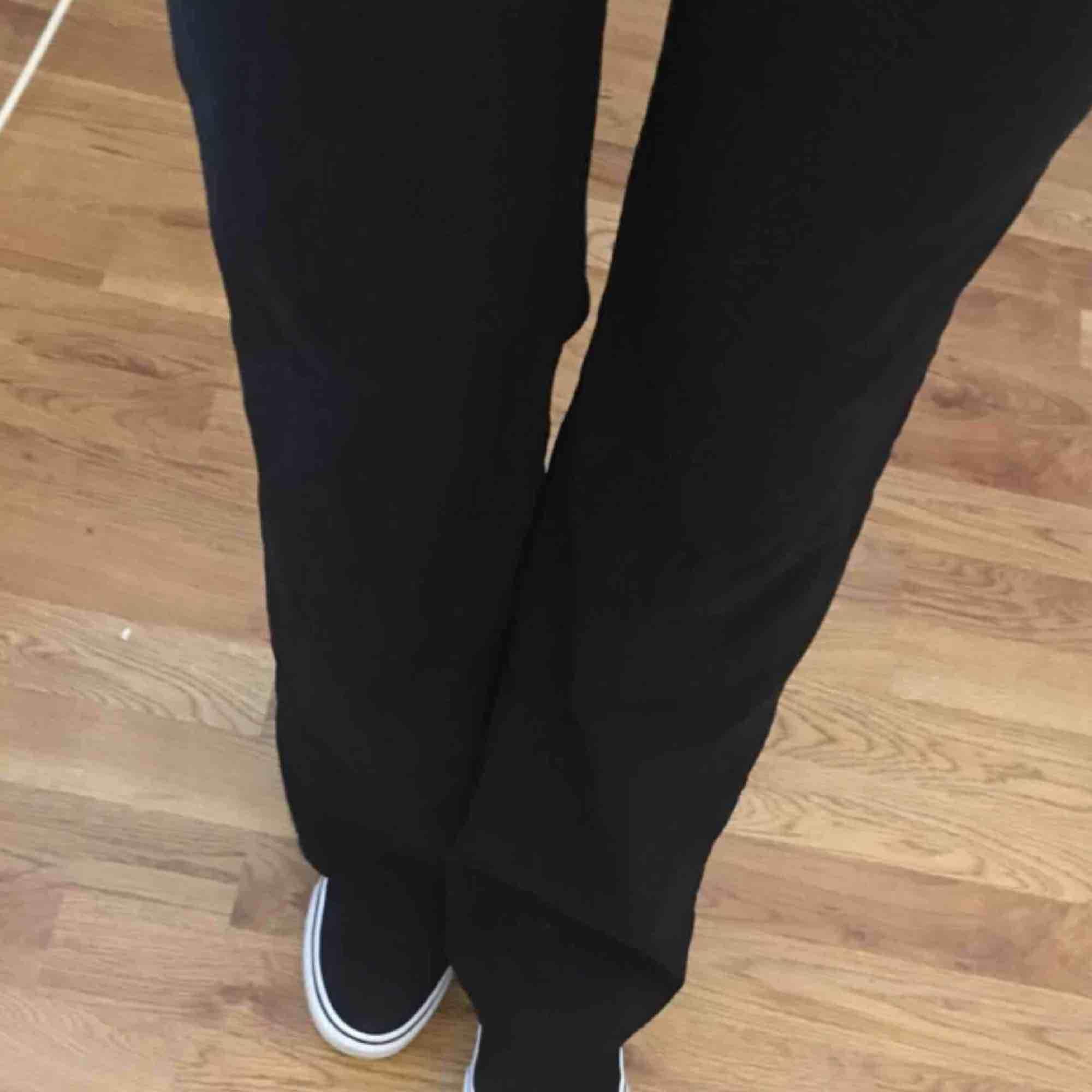 Jättefina kostymbyxor jag köpte på plick som tyvärr var för små😫 27kr frakt . Jeans & Byxor.