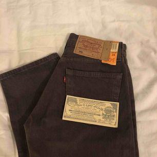 Ett par jättesnygga bruna Levi's jeans i modellen 501. Köpta här på plick och bara provade en gång men måste sälja för de är för små för mig :(