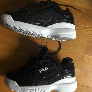 Jag råkade köpa fel storlek av dessa läckra skor så nu är det dags att ger upp och hitta en ny ägare! Använd en gång nästan helt ny skick.