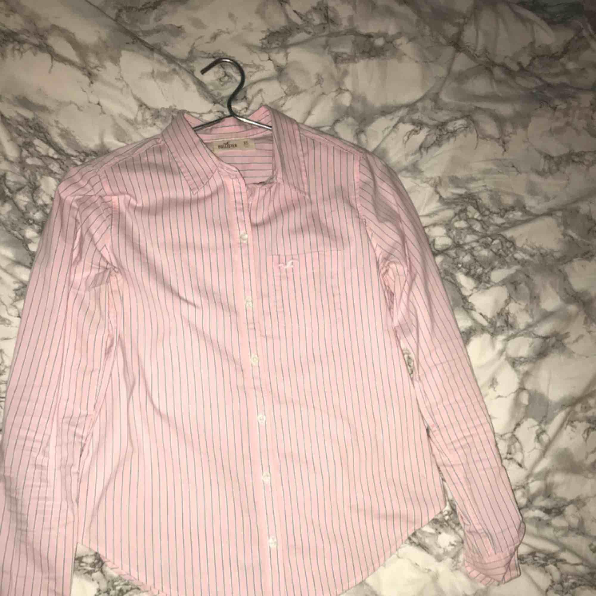 Jättesnygg skjorta från hollister!. Skjortor.