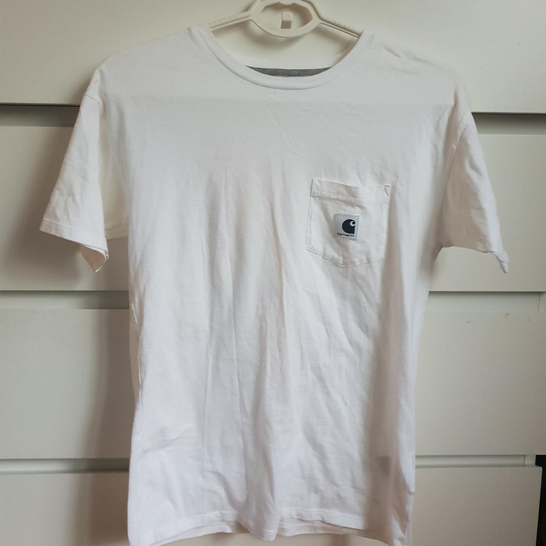 Carhartt Carrie pocket basic t-shirt i storlek xs Frakt ingår ! Annars finns i Malmö . T-shirts.