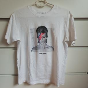 David Bowie tshirt från Mango i storlek s Frakt 25kr annars finns i Malmö