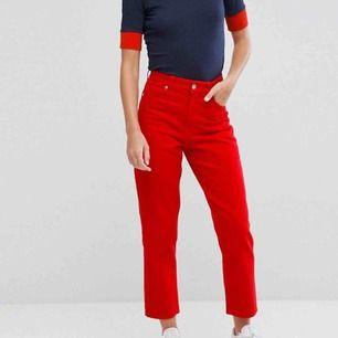 Knappt använda Taiki jeans från monki i storlek 26. Sååå smickrande, men måste acceptera att de är för små. Finns i Skåne , annars tillkommer frakt 🧜🏼♀️  Obs !! Finns ett par likadana i svart på min sida! Båda två för 300kr!!