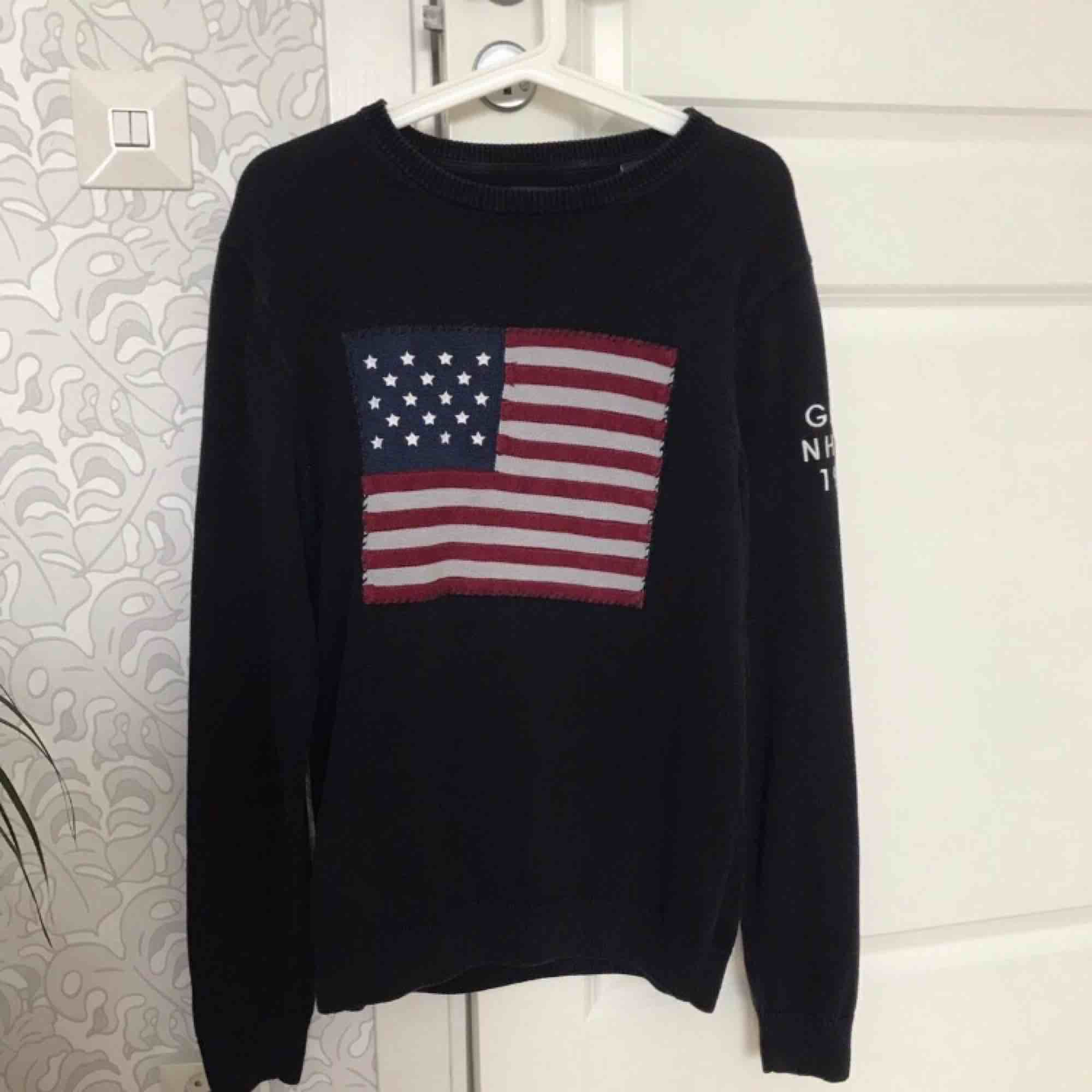 Svart Gant sweatshirt i storlek L (passar M mycket bra). Mycket bra skick.. Tröjor & Koftor.
