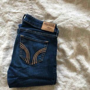 Ett par klassiska jeans från hollister! Frakt tillkommer, hör av er vid frågor!
