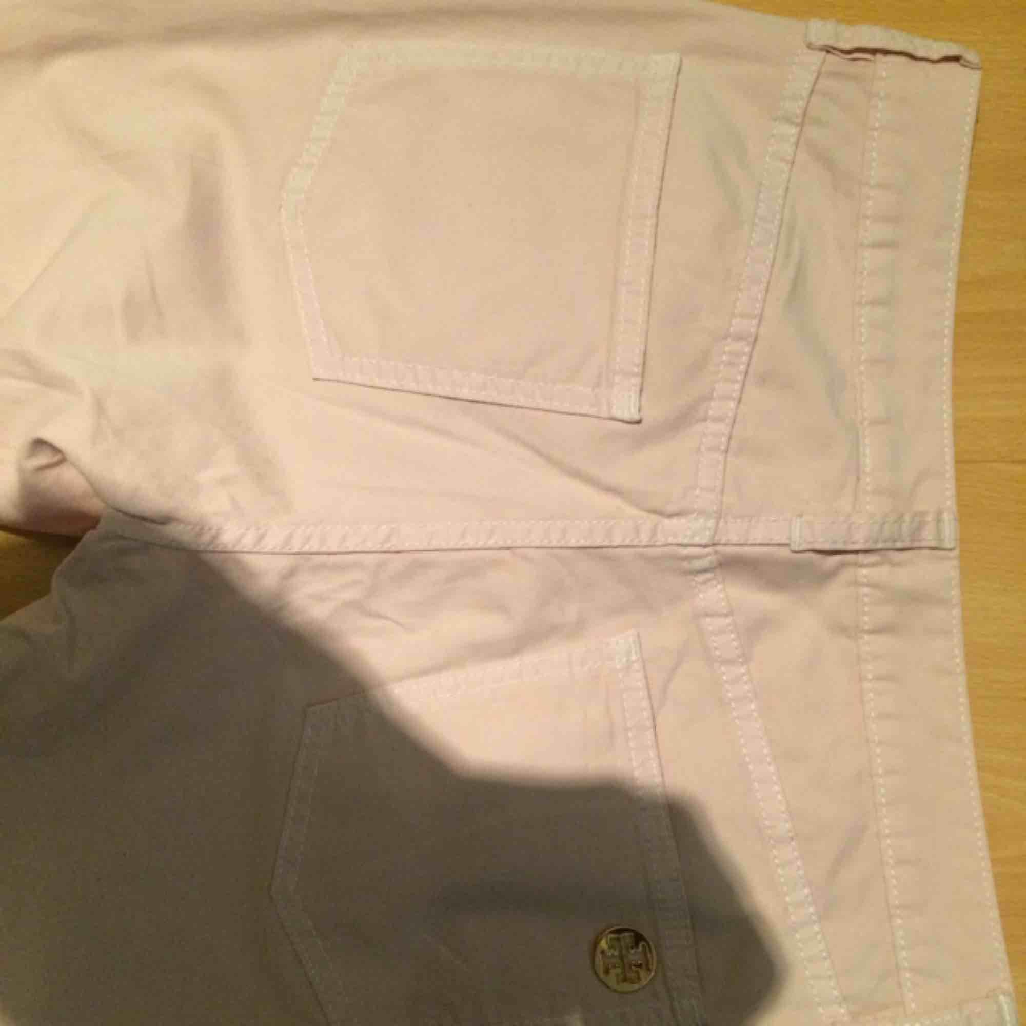 Användade en gång ,äkta .Ny pris 1700kr. Jeans & Byxor.