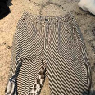 Randiga byxor från hollister nyskick
