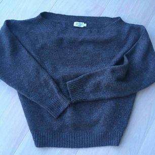 Pamela X NA-KD kollektion. Används bara en gång. Varm och väldigt bekväm tröja. Storlek är S, men kan passa oversize XS.