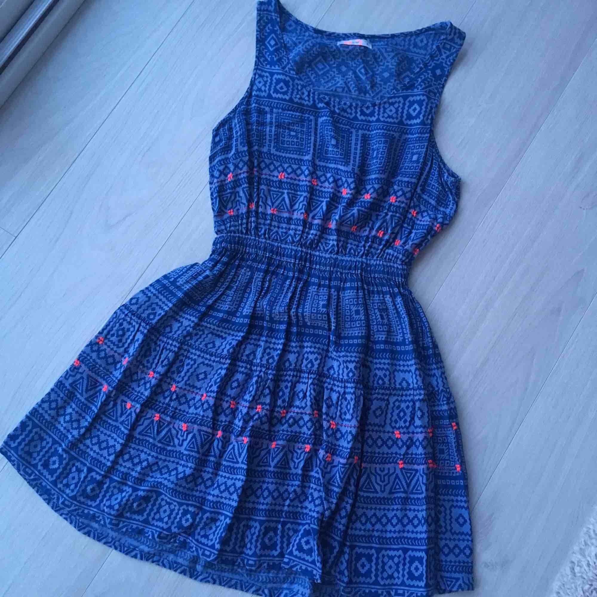 Blå jättefin klänning. Perfekt for sommar. Använd bara några gånger..  Klänningar. 4e3d020eeb918
