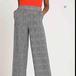 Sååå coola byxor! Från Gina tricot och verkligen så så så sköna! Jag bjuder på frakten så skynda fyndaaaa