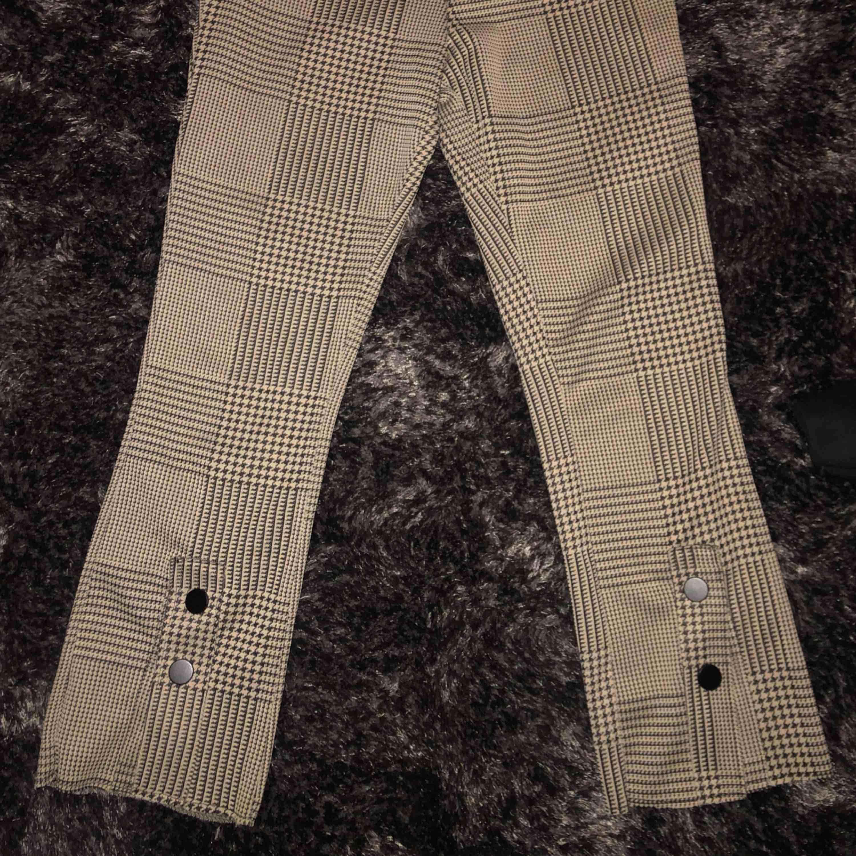 snygga brallor från Zara! Strl S. Jeans & Byxor.